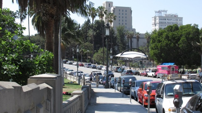 A view of Wilshire facing Park View