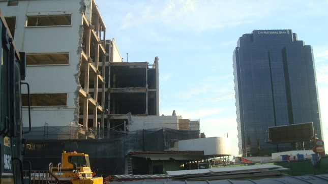 A view of the site facing Wilshire.