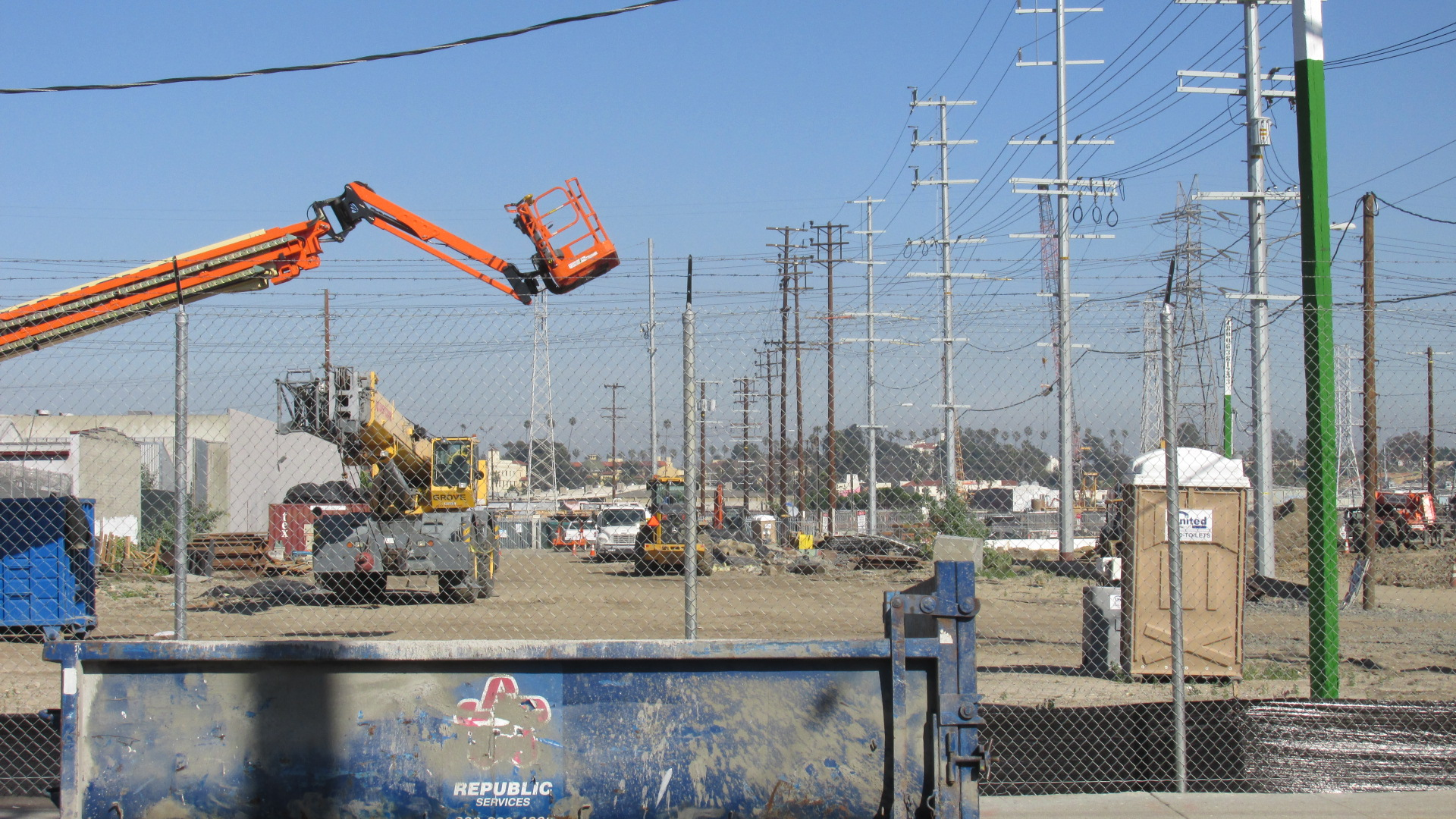 B6 1703 12 Orange Crane