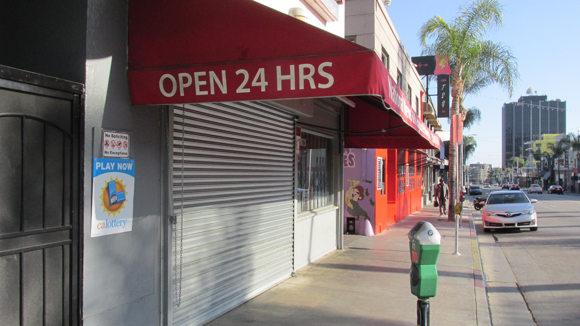 C19 Hlwd Cahuenga Newsstand Closed