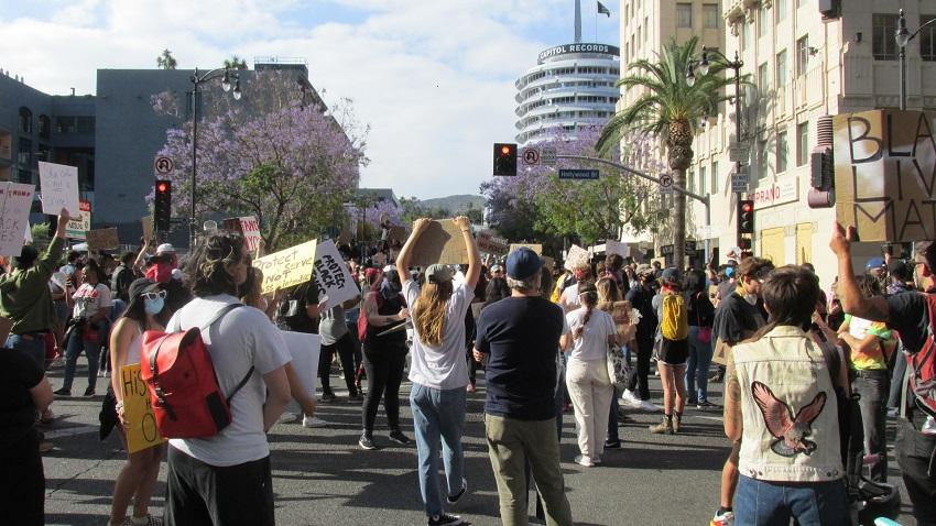 Hlwd Protest Floyd 01 SM